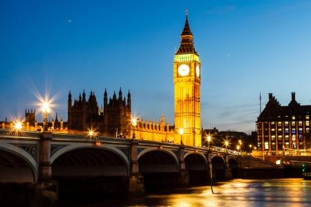 ビッグ ベンと夜に、ロンドン、イギリスの議会の家 写真素材 - 14068332