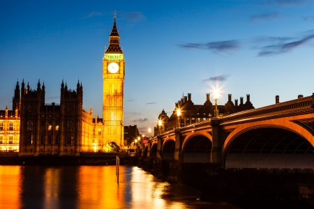 Big Ben e House of Parliament di notte, Londra, Regno Unito photo