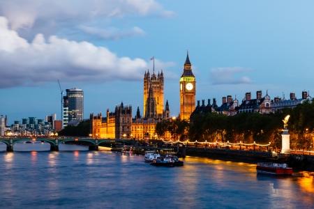 londre nuit: Big Ben et Westminster Bridge dans la soir�e, Londres, Royaume-Uni
