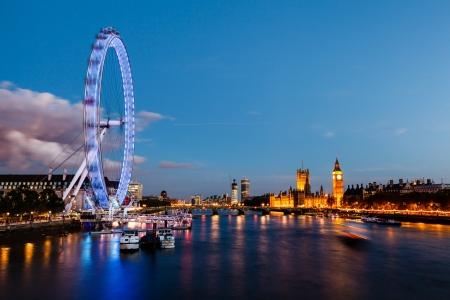 Ojo de Londres, el puente de Westminster y el Big Ben en la noche, Londres, Reino Unido Foto de archivo - 14175290