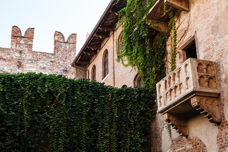 イタリア、ヴェネト、ヴェローナのジュリエット キャピュレット家の有名なバルコニー 写真素材 - 15885474