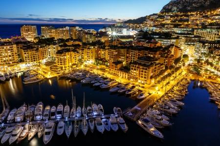 jachthaven: Luchtfoto van Fontvieille en Monaco haven met luxe jachten, Franse Riviera