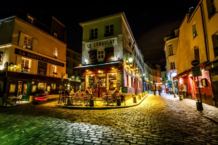 PARIS - Juillet 1 Vue du café typique de Paris le 1er Juillet 2013, à Montmartre Paris est l'une des destinations les plus populaires à Paris, Le Consulat est un café typique Éditoriale