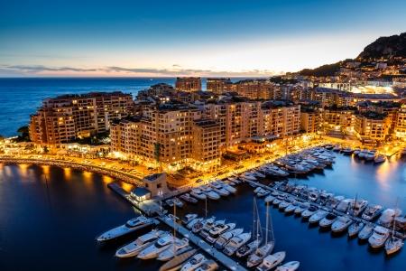 Vista aérea de Fontvieille y el puerto de yates de lujo Mónaco, Costa Azul Foto de archivo