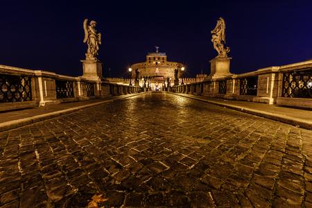 tiber: Castillo del Santo �ngel y el puente Santa �ngel sobre el r�o T�ber en Roma, en Amanecer, Italia