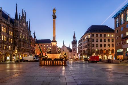 Altes Rathaus und Marienplatz in der Morgen, München, Bayern, Deutschland Standard-Bild - 26718162