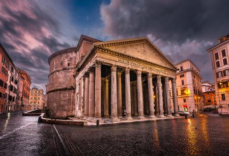 Piazza della Rotonda e Pantheon a Roma, Italia