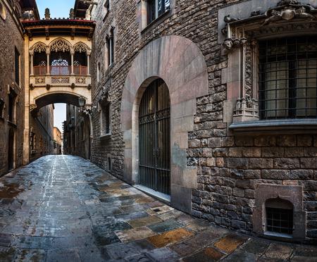 Barri Gothic Quarter and Bridge of Sighs in Barcelona, Catalonia, Spain Standard-Bild