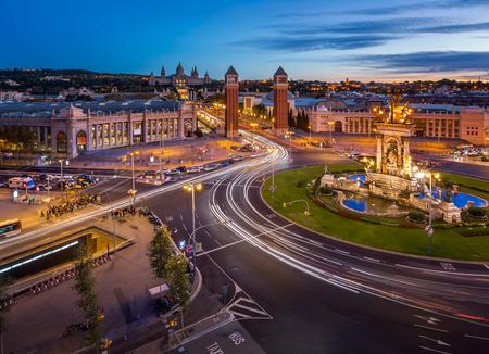 barcelone: Vue aérienne de la Plaça Espanya et colline de Montjuic avec le Musée National d'Art de Catalogne, Barcelone, Espagne Éditoriale
