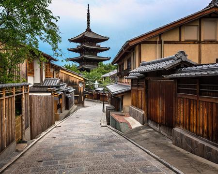japon: Yasaka Pagoda et Sannen Zaka Street dans le Matin, Kyoto, Japon Banque d'images