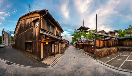 Panorama of Yasaka Pagoda and Sannen Zaka Street in the Morning, Gion, Kyoto, Japan Banco de Imagens