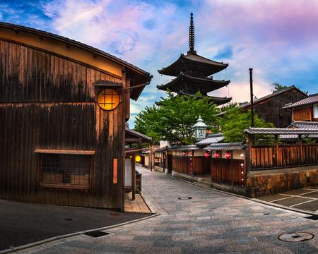 八坂の塔と朝、東山、京都の三年坂通り