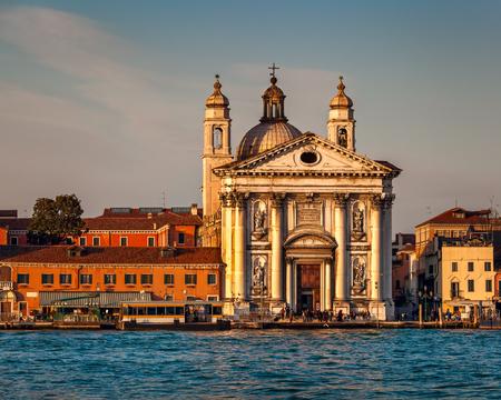 ヴェネツィアの町並みとサンタ ・ マリア ・ デル ・ ロザリオ教会、ベニス、イタリア
