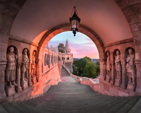 朝は、ブダペスト、ハンガリーの漁夫の砦のパノラマ 写真素材