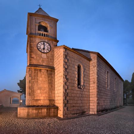 朝は、ダルマチア、クロアチア Omis 近くスヴェティ ロコ教会 写真素材