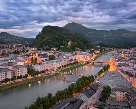 夕方には、オーストリアのザルツブルクの航空写真