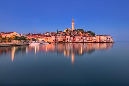朝は、イストリア半島、クロアチア ロヴィニ スカイライン 写真素材