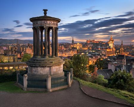 저녁, 스코틀랜드, 영국 Calton 힐에서 에든버러보기