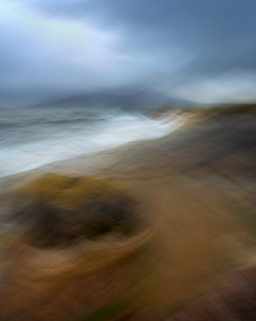雨の夜のビーチで、マン島 Eigg, スコットランド, イギリス