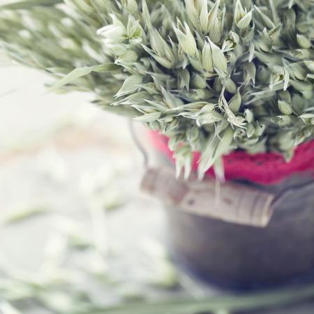 Rustiek boeket van gedroogde tarwe, een vintage decoratie Skandinavische Kerstmis Stockfoto