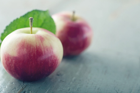 Red apple on wooden background with vintage editing Banco de Imagens