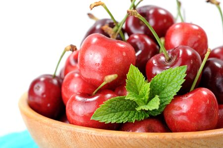 fresh cherry in wooden bowl on napkin Reklamní fotografie