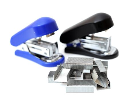 staples and staplers on white background Foto de archivo