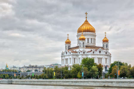 federation: View to the Cathedral of Christ the Saviour under heavy clouds over river Moscow, Russian Federation Stock Photo