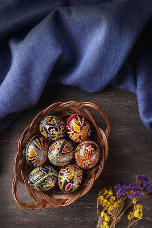 Woven dish with Pysanky. Ukrainian Easter eggs decorated with wax-resist dyeing technique, traditional for Eastern European countries Banco de Imagens