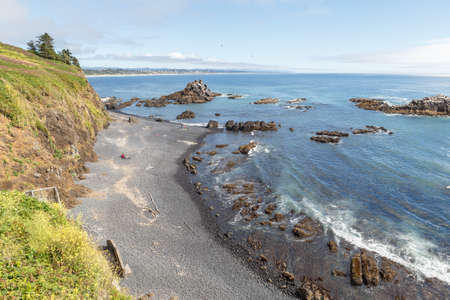 High angle view on Cobble Beach below Yaquina Head lighthouse in Newport, Oregon 版權商用圖片
