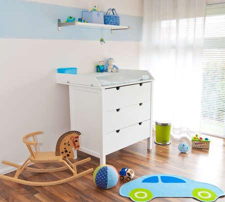 Moderne Kinderspielzimmer mit Wickeltisch
