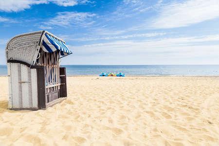 silla playa: Una silla de playa en la playa Foto de archivo