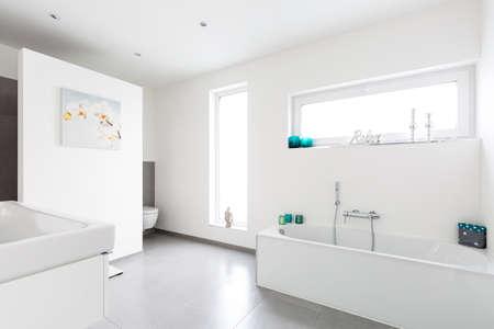 현대 화이트 욕실 인테리어 스톡 콘텐츠