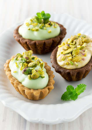peppermint cream: Cream tarts with pistachio nuts and peppermint
