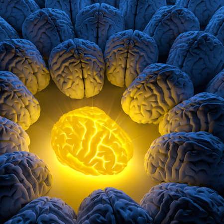 Het concept van een unieke intelligentie en origineel idee - een brein zendt lichtgevende energie, en de gewone hersenen verzamelden zich rond Stockfoto