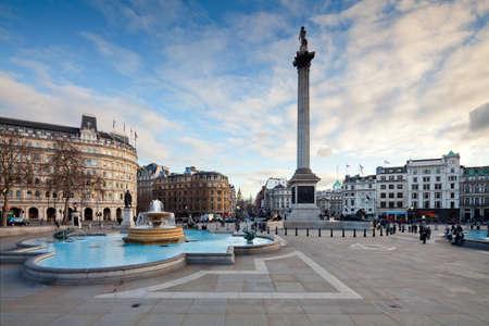 Trafalgar Square ist ein öffentlicher Raum und touristische Attraktion im Zentrum von London Landschaft mit Tilt-Shift-Objektiv Aufrechterhaltung Vertikalen erschossen Editorial