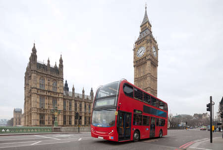 Big Ben with red bus in London, UK  Cityscape Standard-Bild