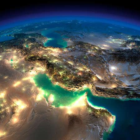 Zeer gedetailleerde aarde, verlicht door het maanlicht. De gloed van steden werpt licht op de gedetailleerde overdreven terrein en doorzichtige water van de oceanen. Nacht Aarde. Perzische Golf. Stockfoto
