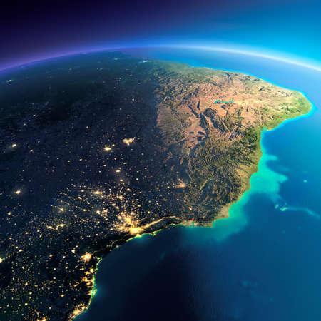 america del sur: El planeta Tierra altamente detallado. Noche con las luces brillantes de la ciudad da paso a día. El límite de la noche y día. Costa este de Brasil. Los elementos de esta imagen proporcionada por la NASA Foto de archivo