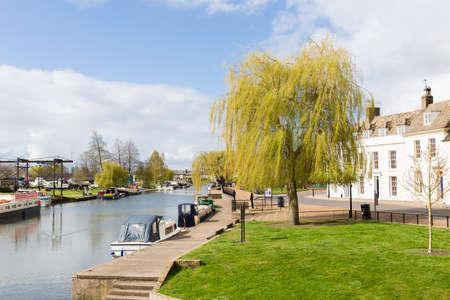cambridgeshire: Sunny day at the riverside in Ely, Cambridgeshire, England Stock Photo