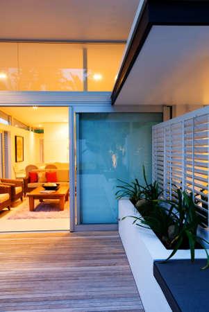 Modern Intérieur / Extérieur Vivant Dans La Maison De Designer ...