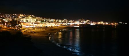 reflecting: Holiday seashore resort night view with reflecting shoreline 스톡 사진