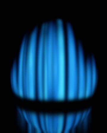 butane: Llama de gas azul quema sobre fondo oscuro, con reflejo  Foto de archivo