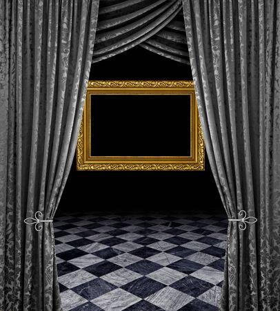 cortinas: Cortinas plata revelan marco dorado y suelo de m�rmol