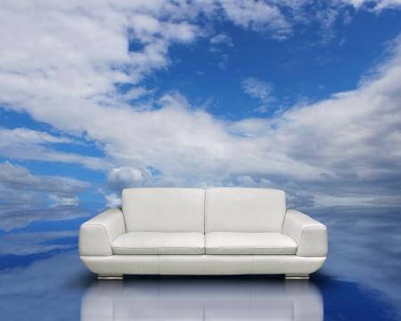 blue leather sofa: Concetto di ambiente di aria pulita