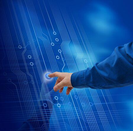 pushing the button: Dedo de la mano masculina empujando a fondo de circuito electr�nico de bot�n