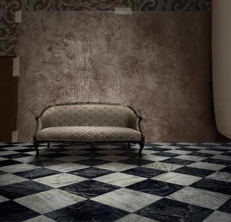 Antiguo sof� en pared grunge �spera y sala de suelo de m�rmol a cuadros Foto de archivo