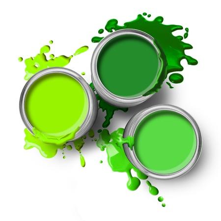 Latas de pintura verde con pinceladas sobre fondo blanco Foto de archivo