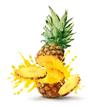 おいしいトロピカル パイナップル スライス ジュース バースト 写真素材