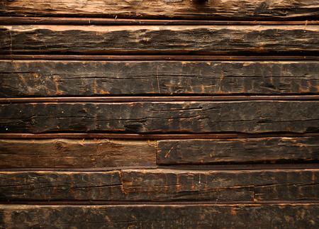 素朴な木製のキャビンの古いわいせつな丸太の壁 写真素材